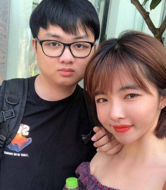 Thế nhưng, LyLy, vị nữ nhân bên cạnh tuyển thủ người Việt Nam mới đây đã lên tiếng về sự việc này và những ý kiến của cô quả thật đã làm hài lòng công chúng.