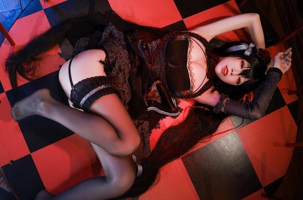 Khó cưỡng lại sự ngọt ngào của cosplay Azur Lane Taihou 4
