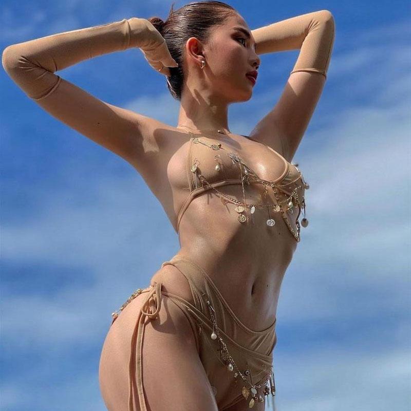 Chụp ngoại cảnh với bikini