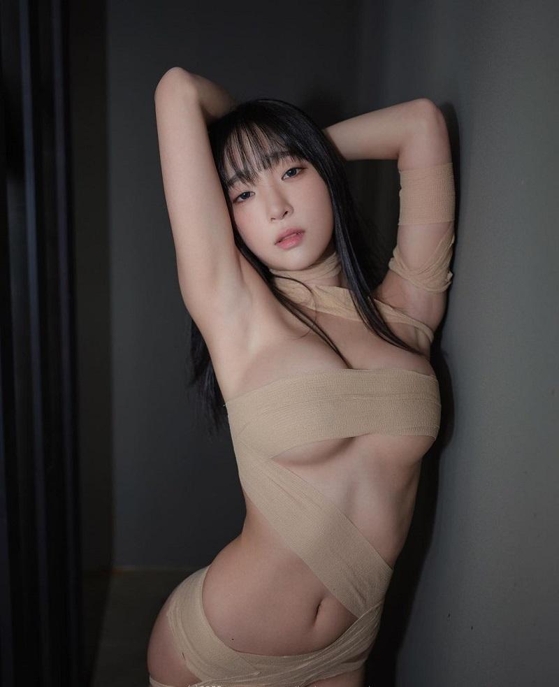 Inkyung97 hóa thân trong chùm ảnh cosplay cực sexy, gợi tình