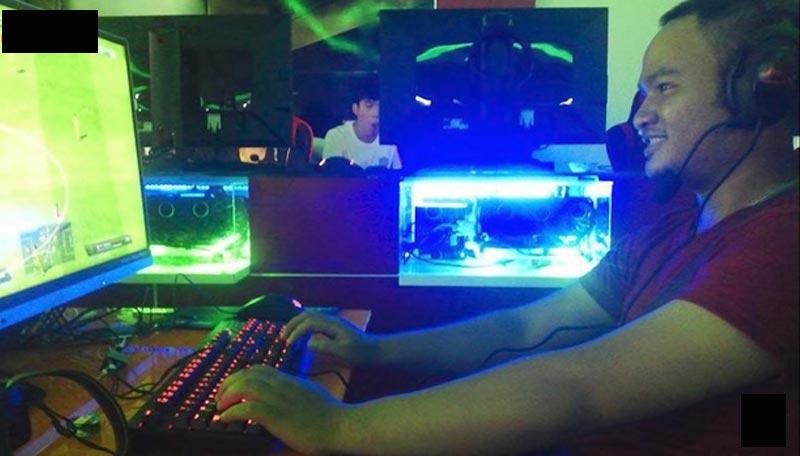 Vinh Râu có sở thích chơi game ở quán net