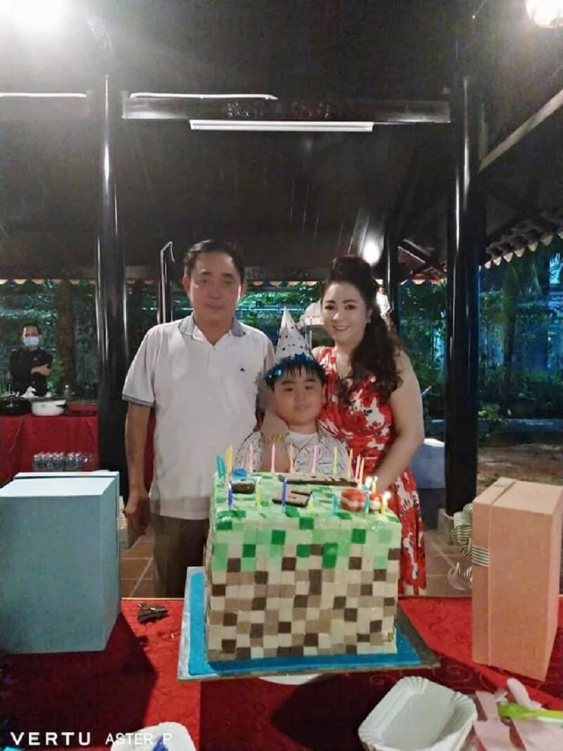 Chiếc bánh được CEO Phương Hằng tặng theo sở thích của Lucas Huỳnh con trai bà.