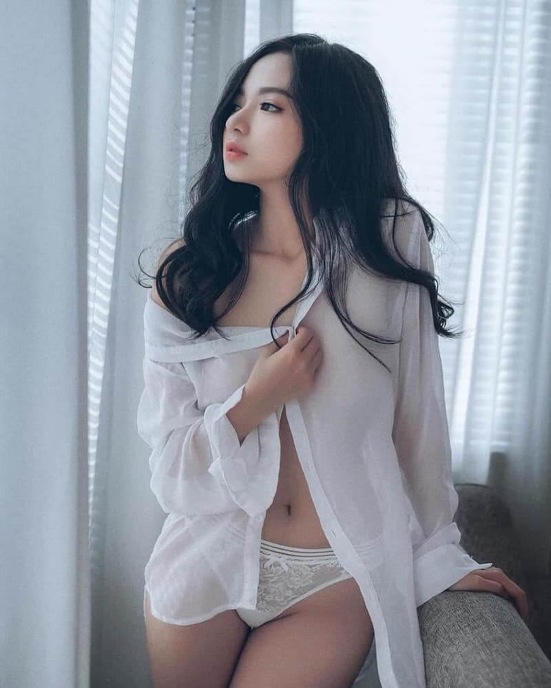 Chiêu bài khoe body táo bạo của Vũ Ngọc Kim Chi