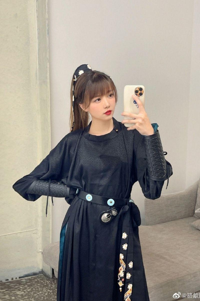 Vẻ ngoài xinh đẹp của Luoxin
