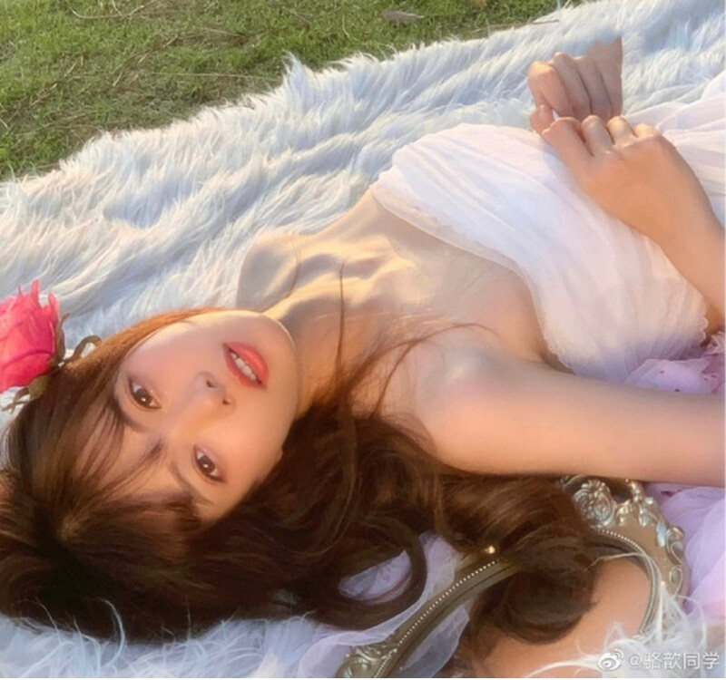 vẻ đẹp thanh khiết của Luoxin