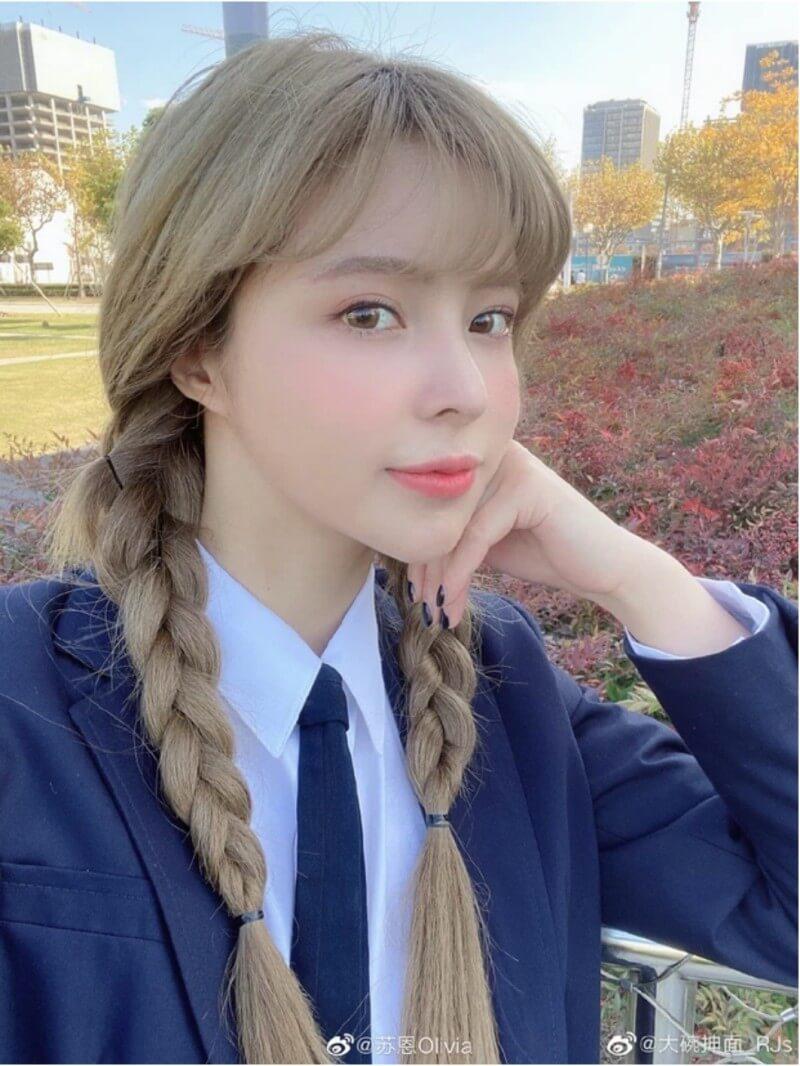 Nữ streamer Su En xinh đẹp trong veo