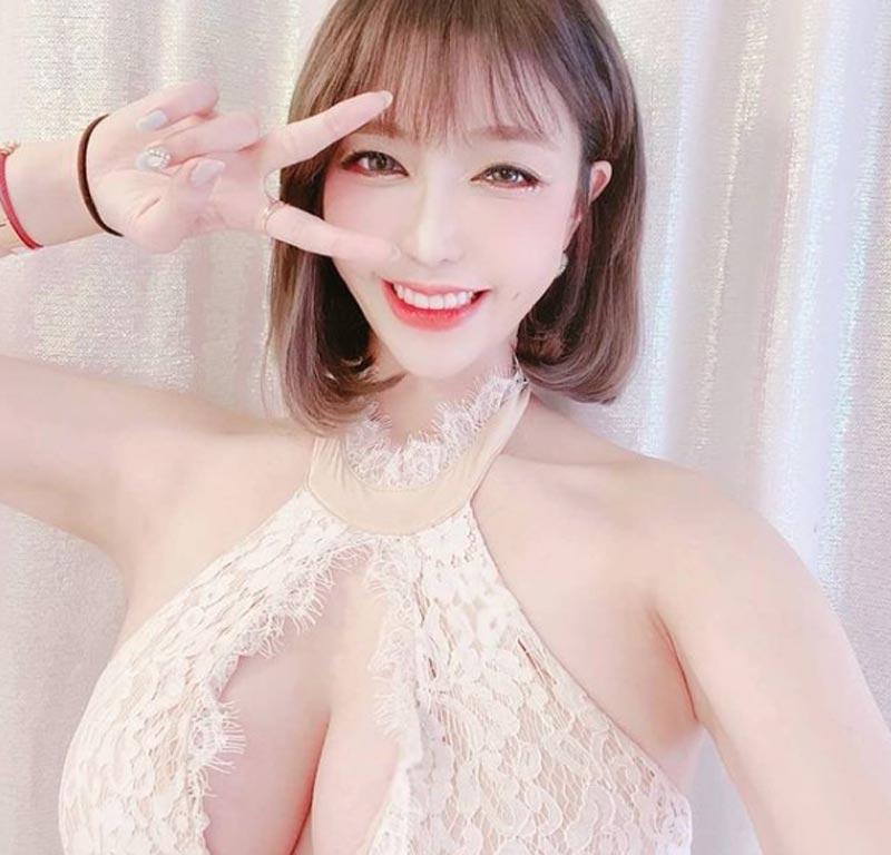 Nữ streamer sở hữu bộ ngực khủng nhất