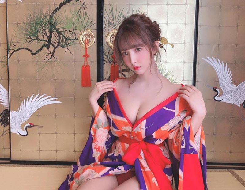 Yua gợi cảm với kimono