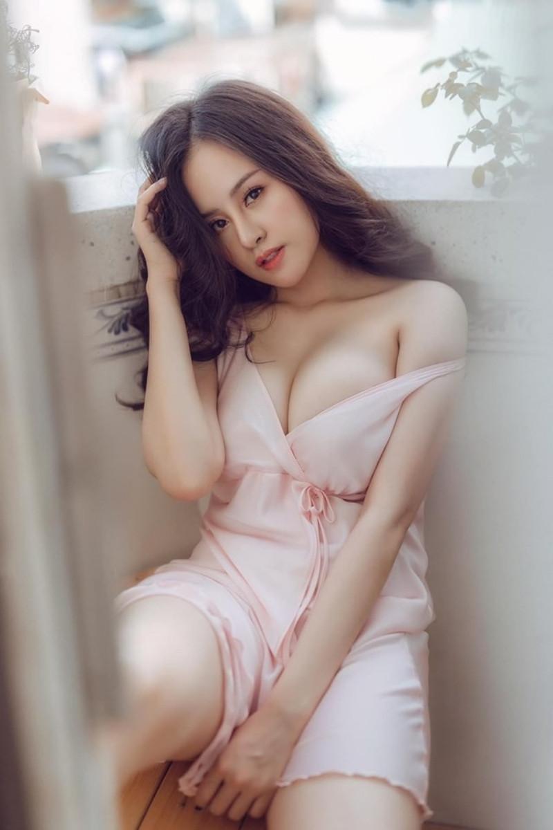 Phong cách của Bà Tưng vẫn gợi cảm nhưng đã có phần ổn áp hơn trước