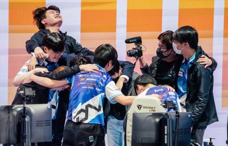 Tuyển LMHT Nhật Bản DFM thành công trước Cloud9