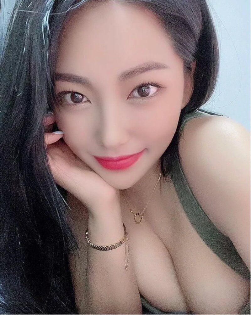 Ji-hyun - nữ streamer vòng 1 ngoại cỡ