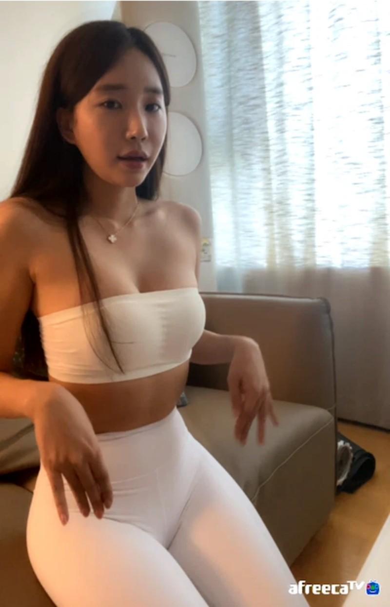 Ha-eun nữ streamer Hàn Quốc show hàng khủng