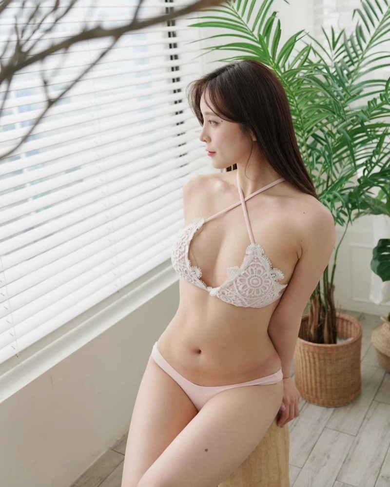 Streamer GGotBBang nữ streamer Hàn Quốc show hàng khoe nội y
