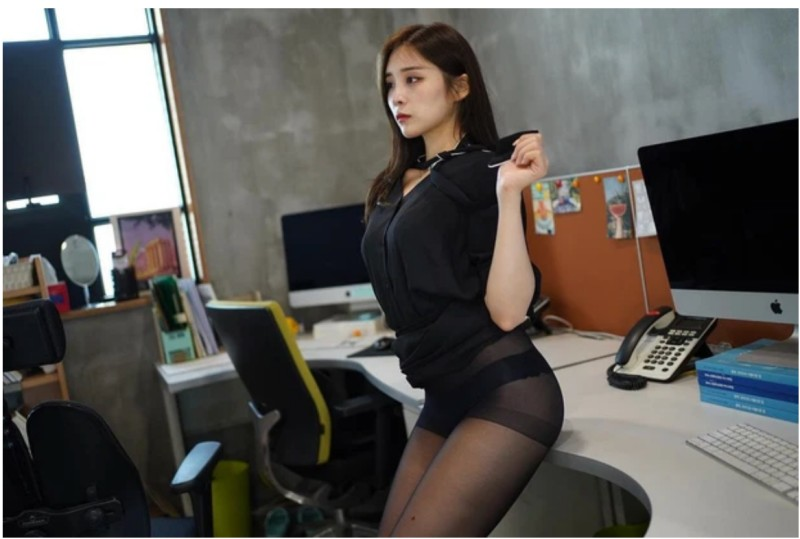 Streamer GGotBBang nữ streamer Hàn Quốc show hàng hot