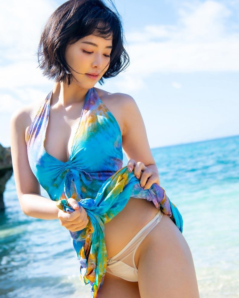 Tsubaki trong bộ ảnh debut