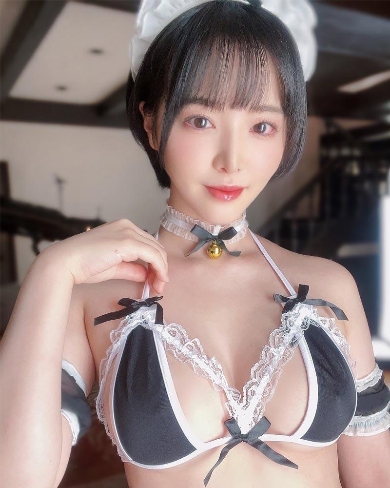 Tsubaki diện bikini cắt xẻ